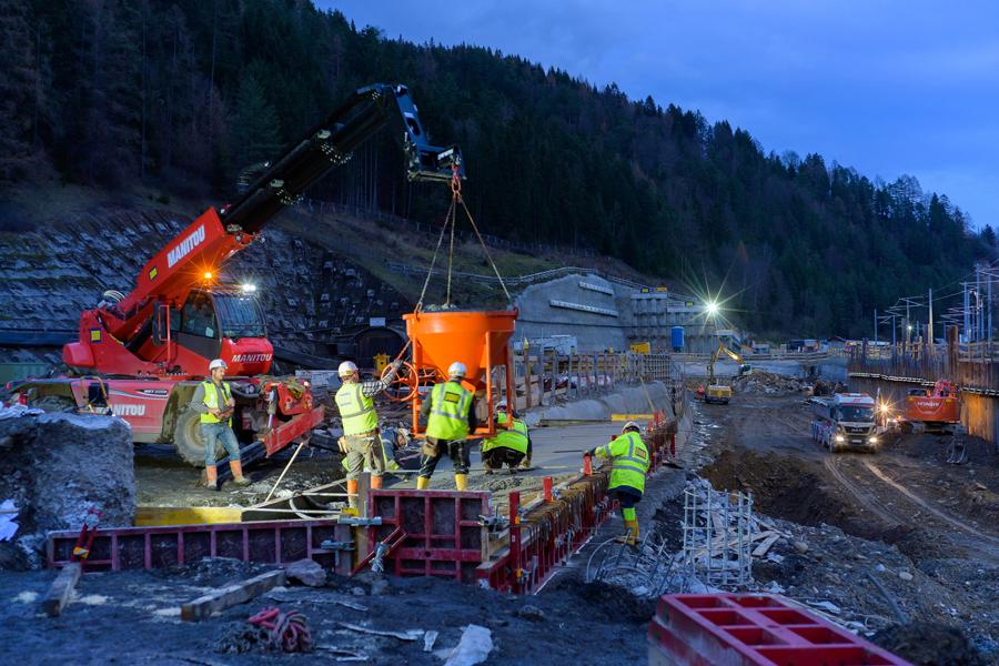 OEBB-Bahnhof-Muerzzuschlag-2019-11-21PMZBetonarbeiten14-FotoGRAFEBNER