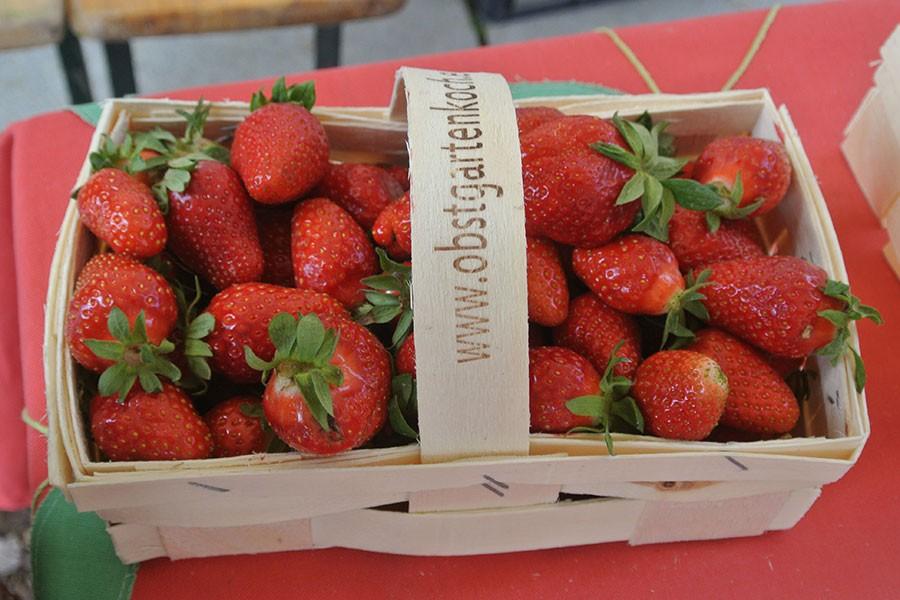 Erdbeeren im Kisterl